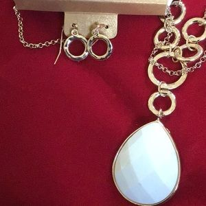 Necklace & earrings set NWT